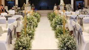 trang trí hoa màu trắng 3