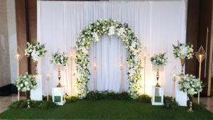 trang trí hoa màu trắng 2